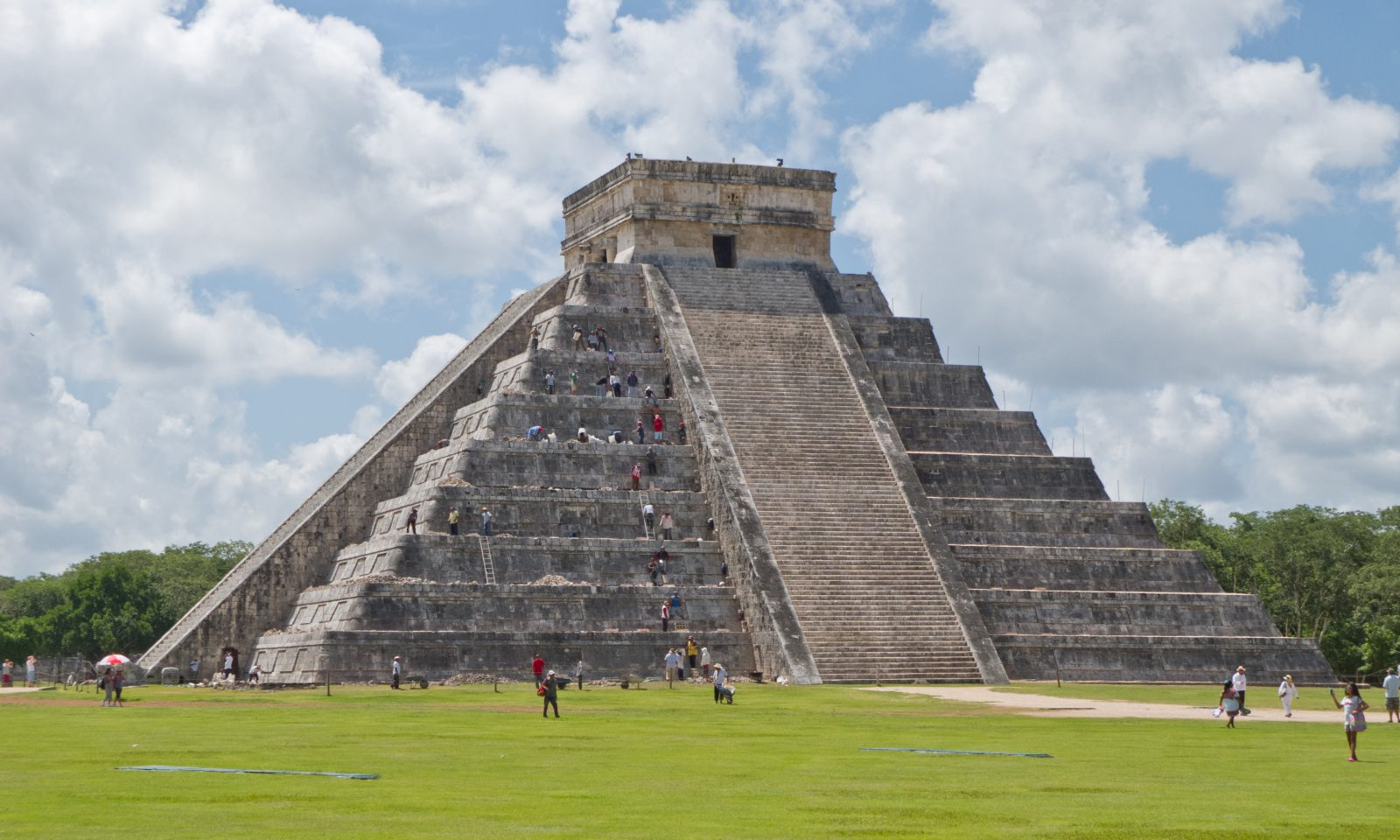 chich n itz in mexico #1 chichen itza chichén itzá is a large mayan archaeological site and one of the most notable and recognized landmarks on the yucatán the site itself was originally a main hub of mayan .